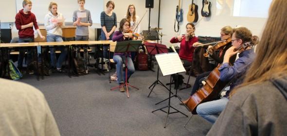 SuS singen die Deutsche Nationalhymne von Haydn