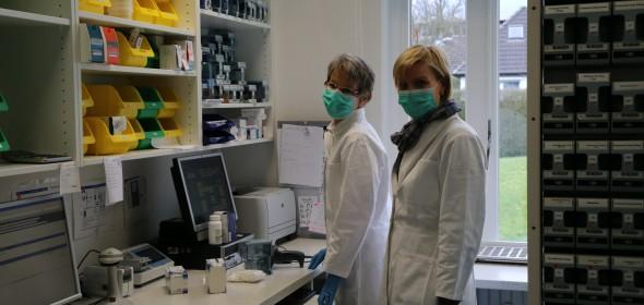 Verblisterung der Tagesdosis von Medikamenten von Mary Walz und Katja Mallien: Patienten in Pfle-ge- und Altenheimen erhalten mit Sicherheit genau ihre verordneten Medikamente.
