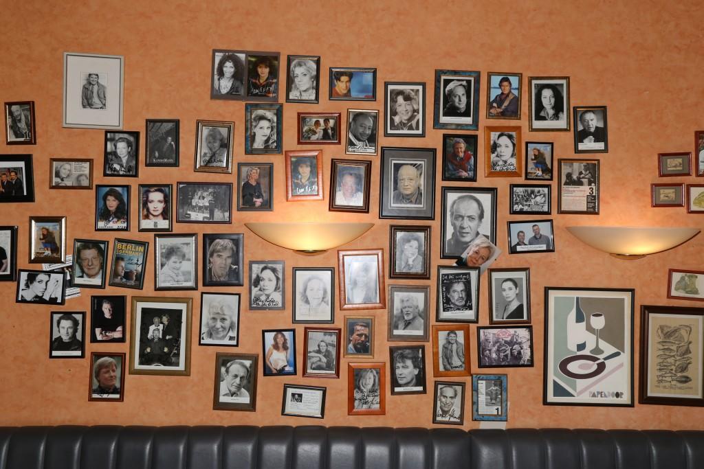 Von Pierre Brice über Curd Jürgens bis zu Klaus-Jürgen Wussow waren viele bekannte Künstler und Schauspieler für ihren Auftritt im Kleinen Theater im Hotel Papendoor zu Gast.