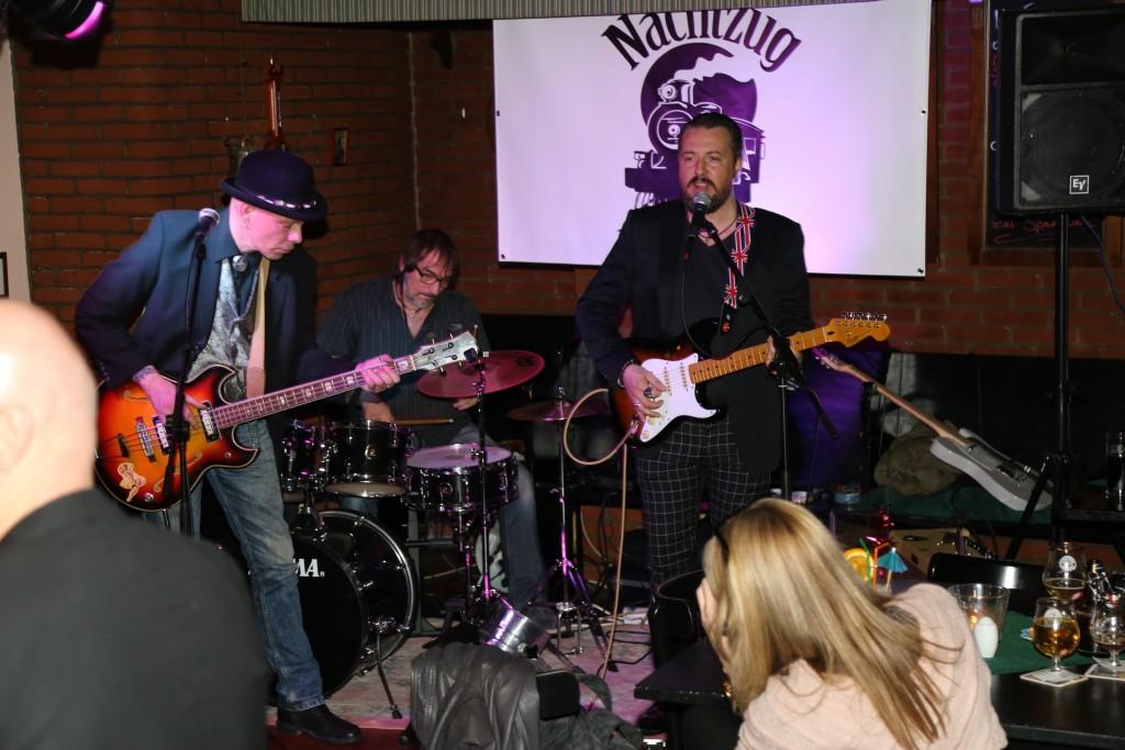 """In der Kirchenklause wird regelmäßig Live-Musik präsentiert, hier die Band """"Nachtzug"""""""